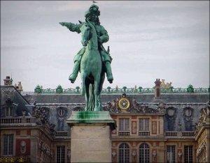 Standbeeld van Lodewijk XIV voor het paleis van Versailles