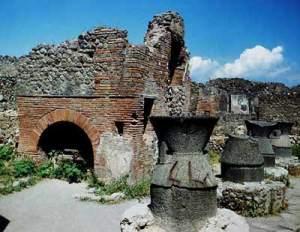 Bakkerij in Pompeii, de broden lagen zelfs nog in de oven!