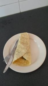 De leerlingen van het keuzeblok Multi Culti hadden vandaag bij mijn collega gekookt. Vlak voor de pauze kwamen ze mij deze heerlijke vegetarische Röti brengen. Wat een luxe!