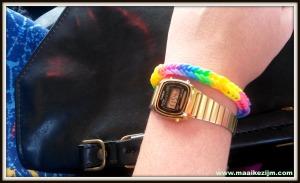 Loom armbandje met rainbow colors van een leerling gehad. Toch wel leuk die bandjes.