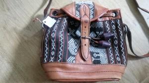 Aanwinst op de kofferbakmarkt, een hippie tasje! :)