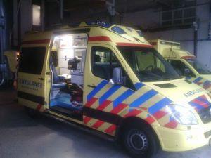 Foto's van de nieuwe ambulance op Texel. Ik hoop er verder niet mee in aanmerking te komen, maar voor deze gelegenheid vond ik het al indrukwekkend om zo'n ambulance van dichtbij te zien.